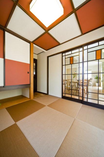 和室の天井を格子組、市松模様に仕上げた