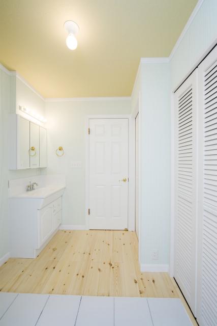 十分な収納スペースも確保した洗面脱衣場は、実に広々。