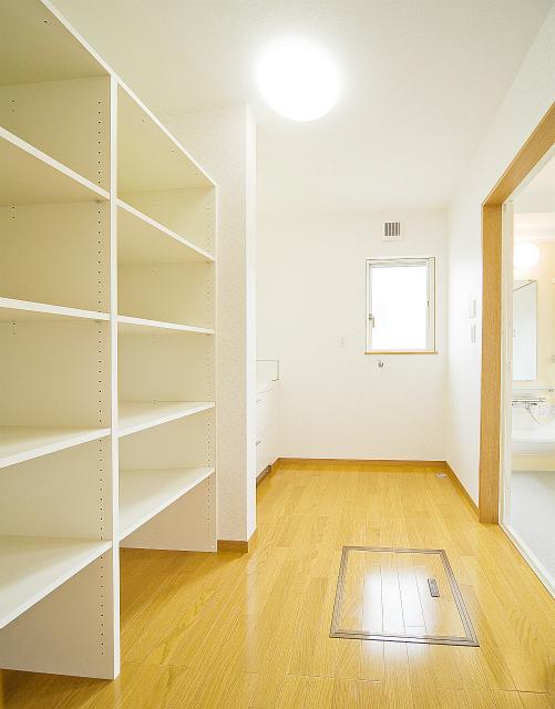2階のベランダには、寝室と子供部屋から行き来できる。